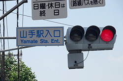 山手駅入口交差点