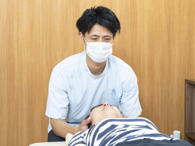 施術(骨格を整える)