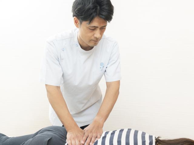 施術(筋肉や関節の動きをつける)