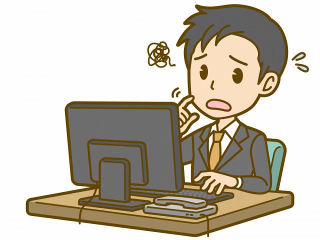 PC作業中の男性
