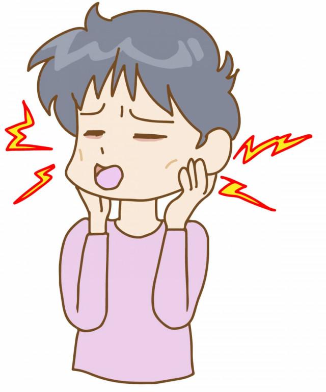 顎の痛みに悩む女性